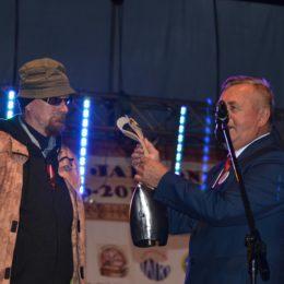 Andrzej Dziubek z medalem Gloria Artis. Urodzinowy koncert zespołu De Press
